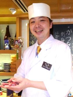 長谷川亮洋店長