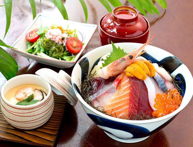 築地丼(お椀・サラダ・茶碗蒸付)
